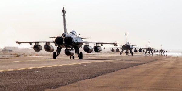 Les quatre Rafale juste avant leur décollage.
