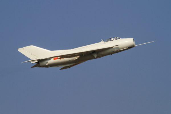 Le chasseur chinois Shenyang J-6, copie sous licence du MiG-19 soviétique.