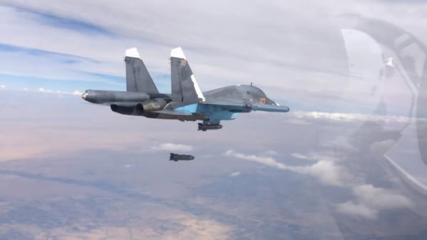 Su-34 russe bombardant une cible en Syrie.