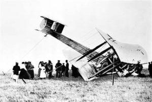 """L'avion après son """"atterrissage"""" dans la tourbière irlandaise"""