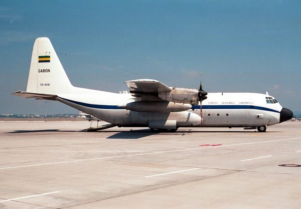 Lockheed L-100 militarisé pour le compte des Gabonais.