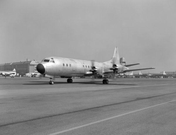 Sur ce cliché, au roulage, le Lockheed YP3V a vraiment tout... d'un avion civil.