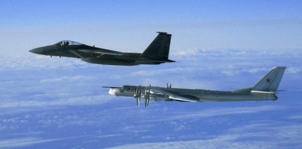 Devancé par un McDonnell Douglas F-15 Eagle de l'US Air Force.
