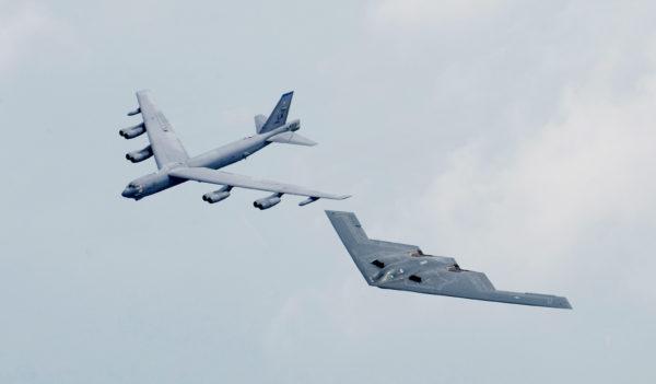 B-52 Stratofortress et B-2 Spirit, deux générations au service de l'Air Force Global Strike Command
