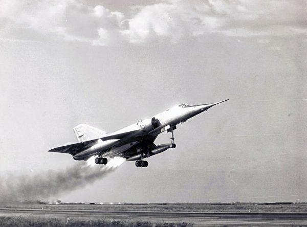 Décollage d'un Mirage IV avec les fusées Jato.
