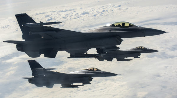 F-16C.trio_.sujet_USAF