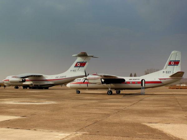 """Antonov An-24 et Ilyushin Il-76 aux couleurs""""civiles"""" nord-coréennes."""