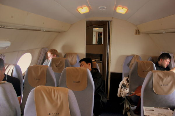 Le luxe à la sauce nord-coréenne à bord d'un Il-18 d'Air Koryo en 2012.