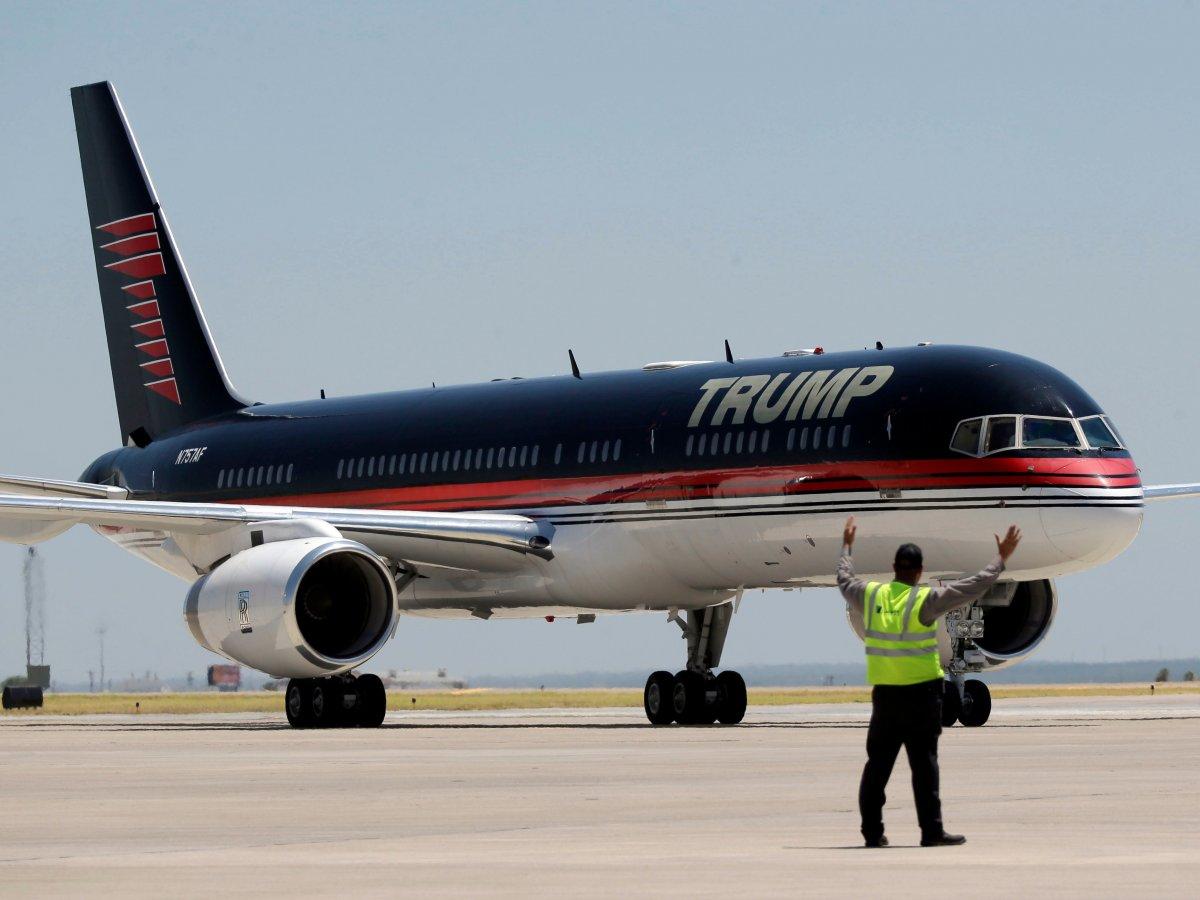 ... Non Donald Trump ne s'est pas fait repeindre un Boeing C-32A