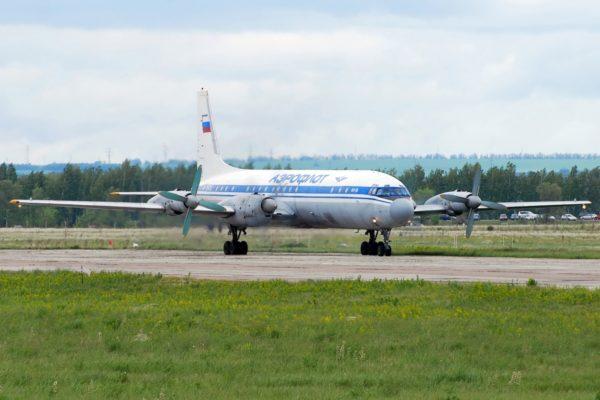 à l'Ilyushin Il-18.