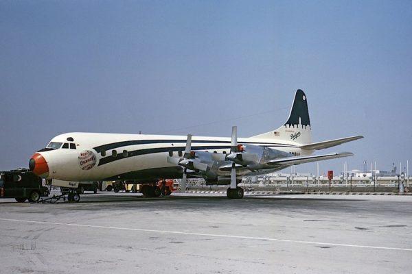 Du Lockheed L-188 Electra...