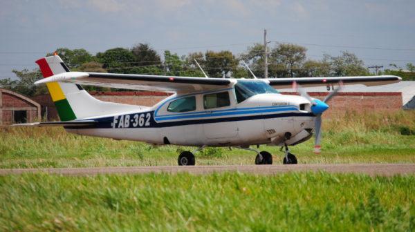 cessna-210-turbo-centurion-faebolivie