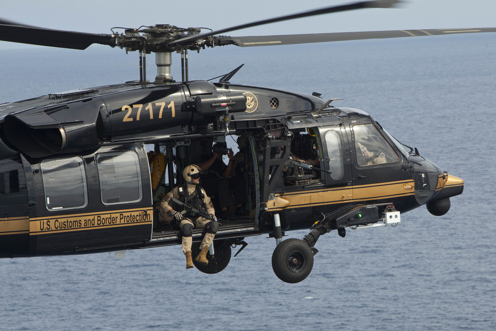 avant helicopters with Ailes Douaniers Gardes Frontieres Americains on Bateau De Police Lego further Sortie Aeroscopia Airbus Du 8 Avril 2016 moreover La Pologne Opte Finalement Pour Des Helicopteres Black Hawk Americains furthermore Chapt 08 also Bombardier Global Express.