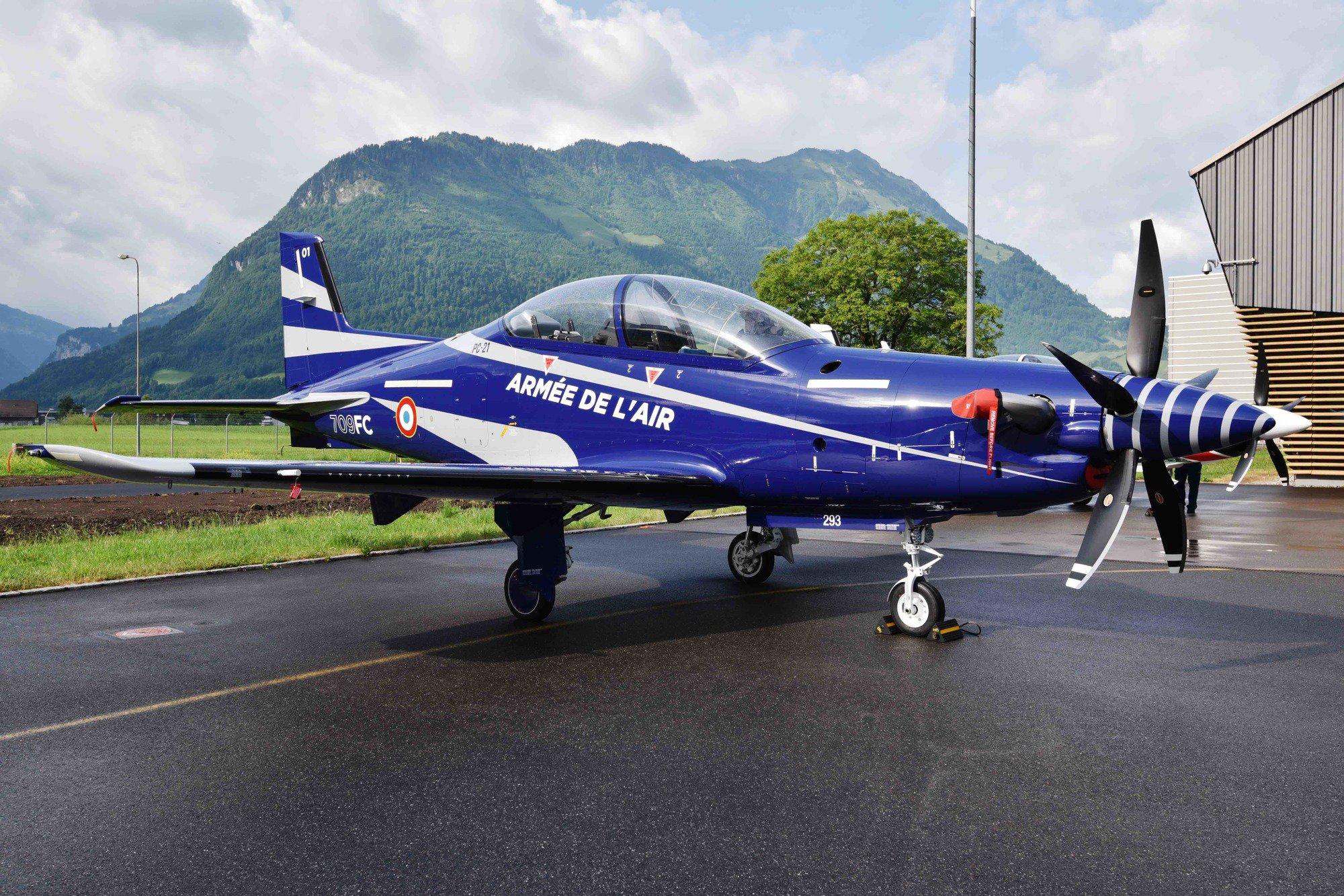 Une superbe livr e pour les futurs pilatus pc 21 de l 39 arm e de l 39 air - Ecole de l air de salon de provence ...