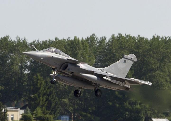 Interception d 39 un jet d 39 affaires par un rafale de la permanence op rationnelle - Porte ouverte base aerienne saint dizier 2017 ...