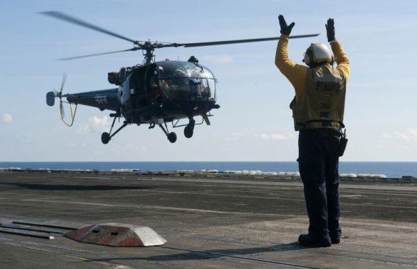 L'actu de la MARINE NATIONALE, de notre défense et de nos alliés /3 Chetak-USS-Carl-Vinson_USN-600x387