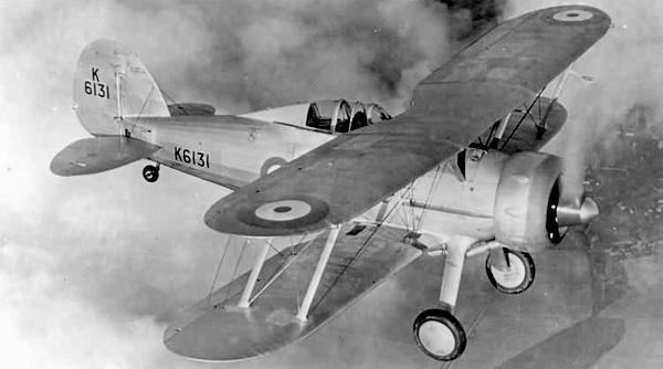 Matériels, armement, bateaux, avions en 1940  Ggladiator-2