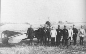 Escadrille REP 15 devant un REP K Archives Musée de l'Air d'après ouvrage de Felix Torres et Jacques Villain : Robert Esnault Pelterie
