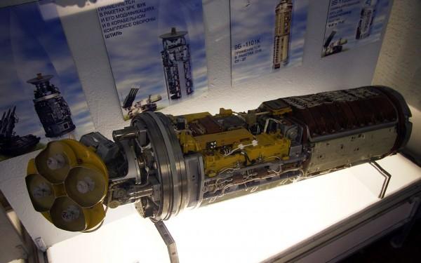Tête d'un R-27 à guidage radar semi-actif