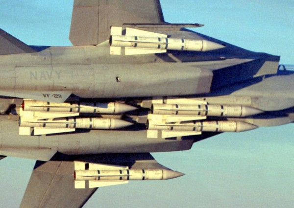 6 AIM-54 Phoenix sous un F-14
