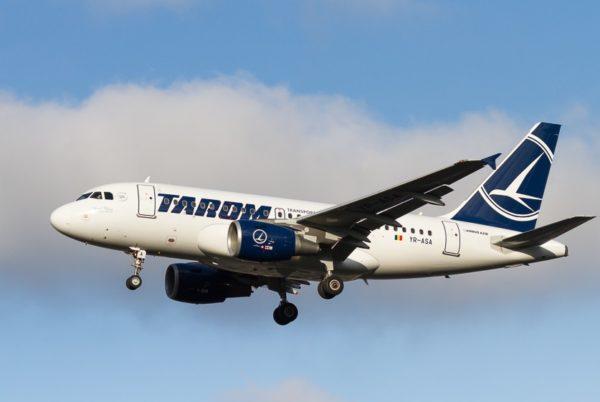 L'immatriculation roumaine YR-ASA apparait parfaitement bien sur le fuselage de cet Airbus A318 de la compagnie Tarom.