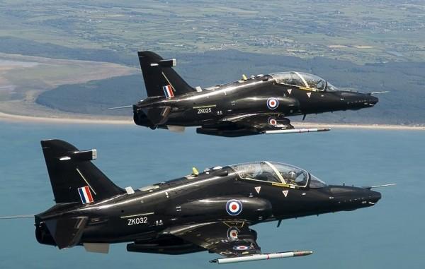 Paire de British Aerospace Hawk T Mk-2 appartenant à la RAF.
