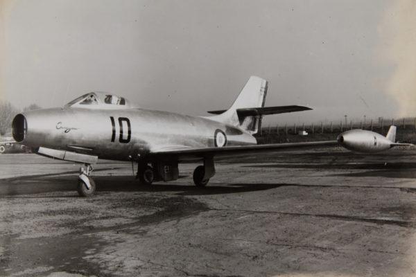 """Exemple type d'une """"lampe à souder"""", le Dassault Ouragan français."""