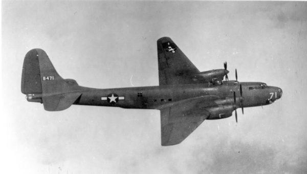 Le bombardier Douglas BLR-2, désigné plus tard XB-19.