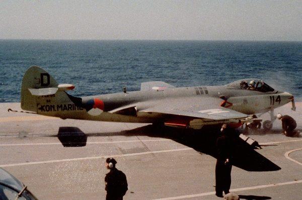 Un Sea Hawl néerlandais. Remarquez le missile Sidewinder sous l'aile.