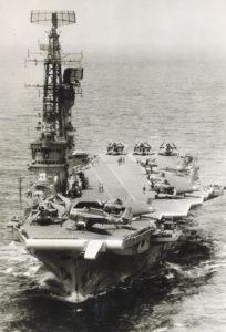 Le second Karel Doorman avec ses Avenger sur le pont d'envol.