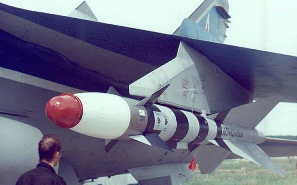 un R-40 dans sa version FOX-2