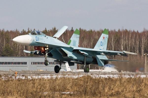 un SU-27 flanker, un adversaire a ne pas prendre a la léger.