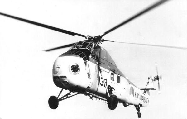 Un hélicoptère Sikorsky HSS-1 à l'appontage.