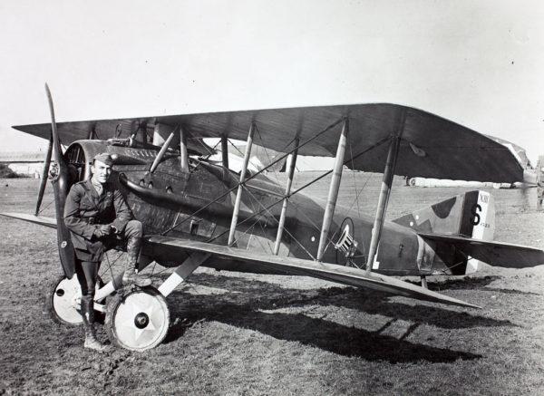Un chasseur SPAD XIII américain, quelque part sur le front français.