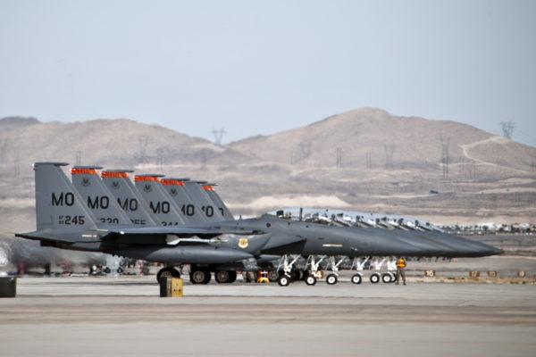 Bel alignement de F-15E sur la base de Mountain Home.