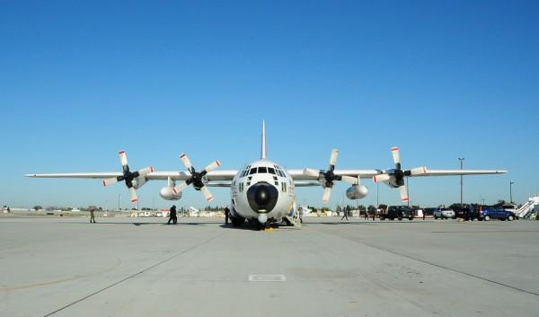 Un Lockheed HC-130H en attente de départ depuis CGAS Sacramento en Californie.