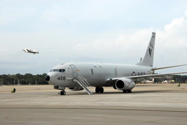 Un Boeing P-8A en attente sur le tarmac de NAS-Jacksonville.