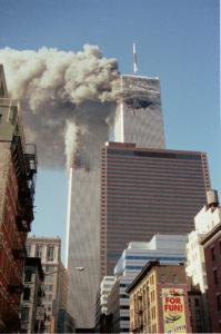 Le World Trade Center est en feu, les avions l'ont percuté.
