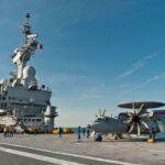 Le pont d'envol du porte-avions