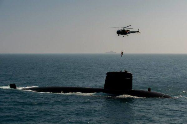 Même s'ils n'embarquent bien évidemment aucun aéronef les équipages de submersibles nucléaires d'attaque s'entraînent fréquemment aux côtés des hélicoptères.
