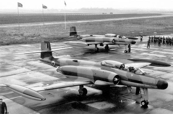 """Avro CF-100 """"Canuck"""" AX1 lors d'une  cérémonie"""