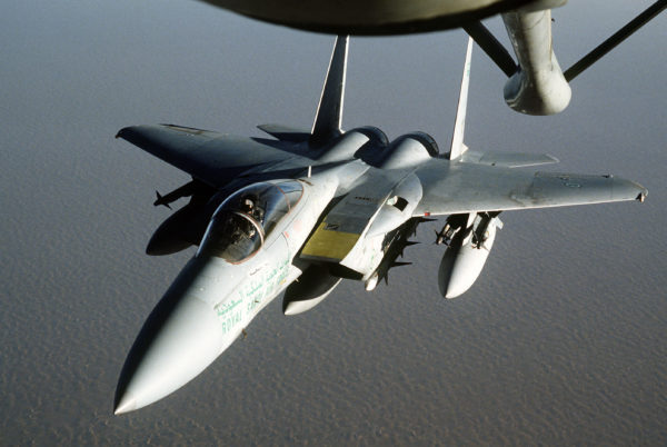 Configuration de supériorité aérien typique d'un F-15 au début des année 90 , 2 AIM-9 sous chaque ailes et 4 AIM-7 sous le fuselage.