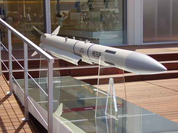 Meteor, on peut voir les deux entré d'air du statoréacteur sous le missile