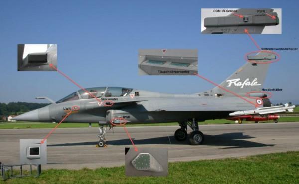 le système spectra est composer de nombreux élément. En bas a gauche, le détecteur d'alerte laser qui signal au pilote si un ennemi effectue une télémétrie laser avant le tir. Les blocs noires en haut a gauche et sur la dérive sont les RWR , voir fox1, qui analyse tout les type de radar le prenant pour cible . Les blocs vert sur l'entré d'air et a la base de la dérive sont les brouilleurs a proprement parlé. La petit vitre qui sort sur le coté de la dérive (DDM-IR) est le détecteur de départ missile, voir plus loin, qui comme sont nomme l'indique, vous préviens que vous été mal. La trappe bleu derrière les ailes cache les leurres thermiques, et juste derrière (pas visible sur cette image) il y a les tubes lance paillette.