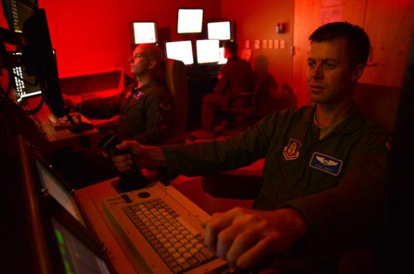Pilotes de drones de l'US Air Force dans leur environnement de travail quotidien.