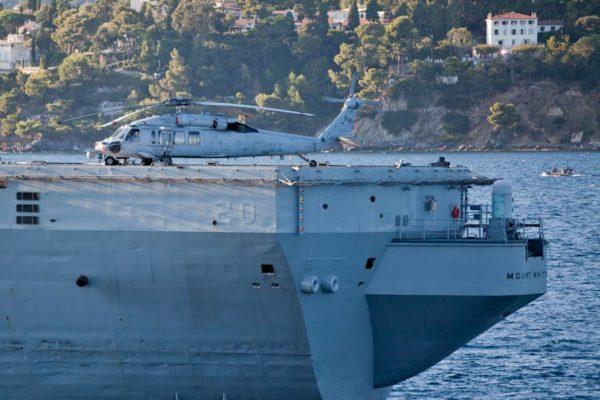 Sikorsky MH-60S à l'arrière de l'USS Mount Whitney.