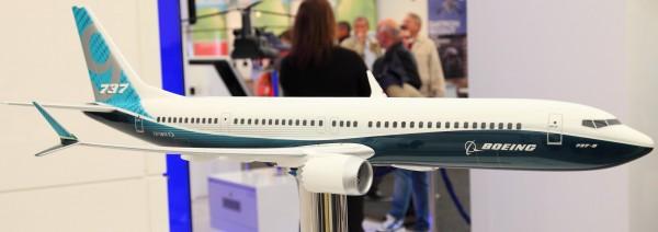 Maquette du 737 max avec c'est étrange bout d'ailes (winglet, destiner a améliorer l'aérodynamique)