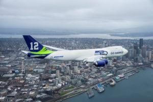 Boeing 747-8 aux couleurs des Seattle Seahawks, l'équipe locale de football américain.