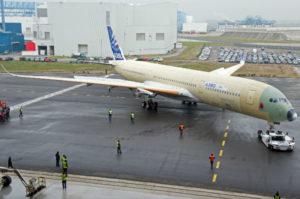 A350 msn-1 pour sont premier roullage, il est pas tout a fait prés