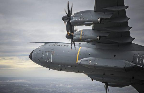 Gros plan sur le nez et l'aile gauche de l'Atlas ZM400.